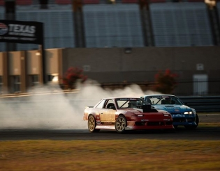 Going over for the over take! @travisreeder @austinmeeks316 #fdpro2 #pro2 #formulad #formuladrift