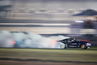 Smoke screen ON! @chelseadenofa @fordperformance @nittotire #fdtx #formulad #formuladrift