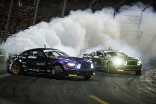 Battle of the Bros #mustangrtr  @larry_chen_foto