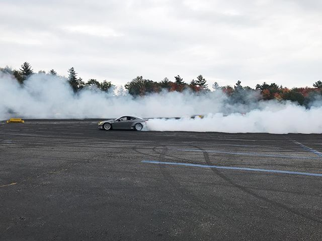 Smokeon smoke. Out here at @clubloose_north @nhms tearing up the lot with all the New England homies😎 🤘🏼 🏎