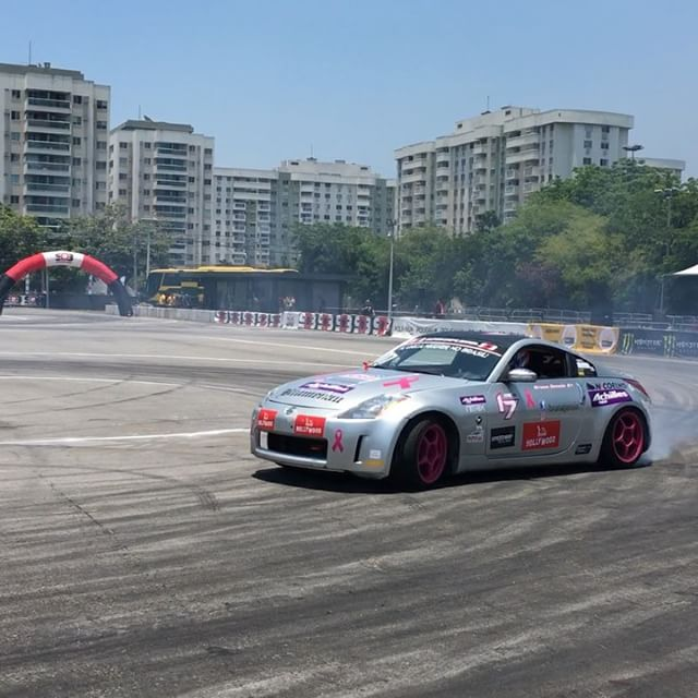 @brunagenoin qualified 7th today in her mostly stock 350Z! She rips!