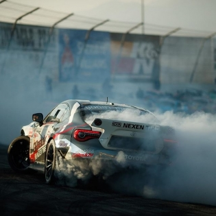 Leaving work like this @kengushi @nexentireusa | Photo by @larry_chen_foto #formulad #formuladrift