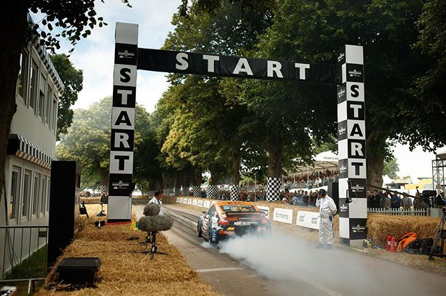 Let's start things off with a big ol burnout! @fosgoodwood