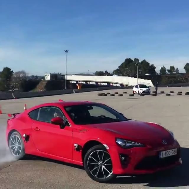 Drifting standard GT86's is a great way of getting back to basics! It's not about power, but balance & having fun. Thanks for a great time in Barcelona with Youtubers & Influencers from the UK, Spain, Italy & the rest of Europe! @toyota.europe