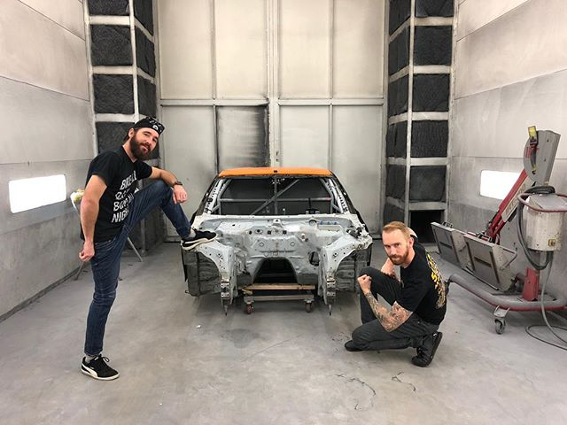 My brother is in town for hanging out but he isn't scared to push a shell around! Yesterday we dropped off my chassis at @samsautoland for fresh paint and a clean slate going into 2018!