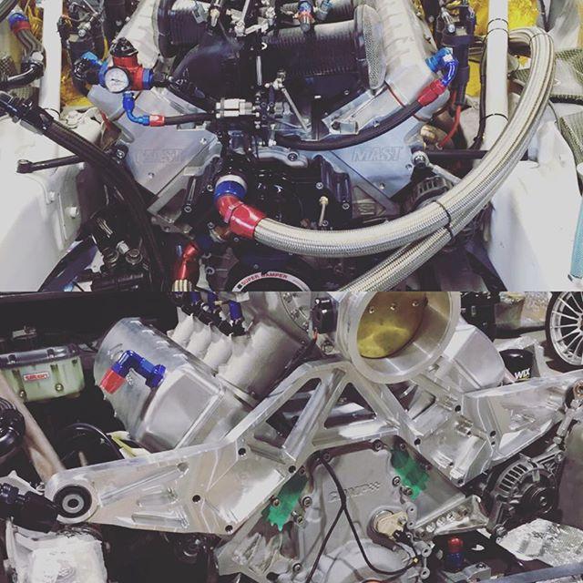 Corvette1号機と2号機はエンジンの搭載の方法が違うんです。 1号機はエンジンマウント 2号機はプレートで搭載! あと、8連スロットルとビッグシングルスロットルの差もあります。