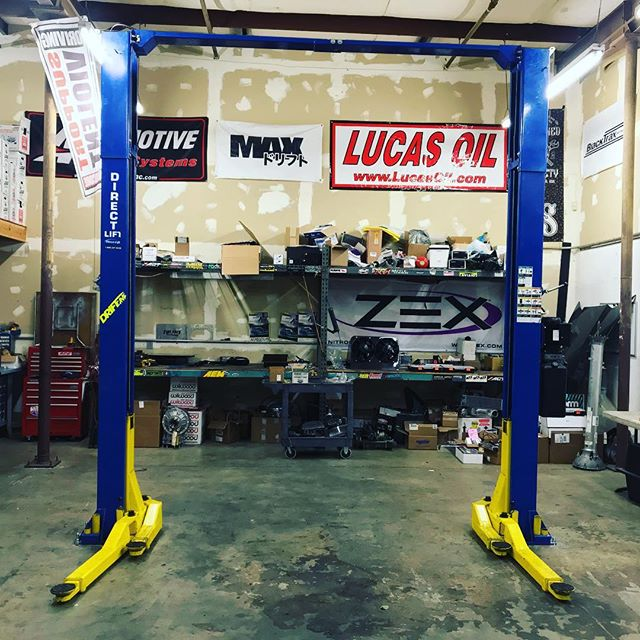 Newest addition to @driftcave  Our second lift, just in time to assemble the corvette on. 🏻
