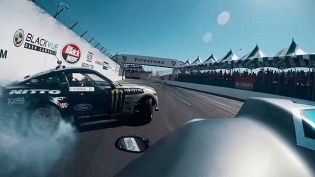 Viper Chases Down a Mustang. It's Wild at Long Beach! @deankarnage vs @vaughngittinjr RD 1: The Streets of Long Beach - Apr 6-7! Tag a friend you are coming with! Tickets now on Sale: bit.ly/FDLB2018 (link in bio) #FormulaDRIFT #FormulaD #FDXV #FDLB