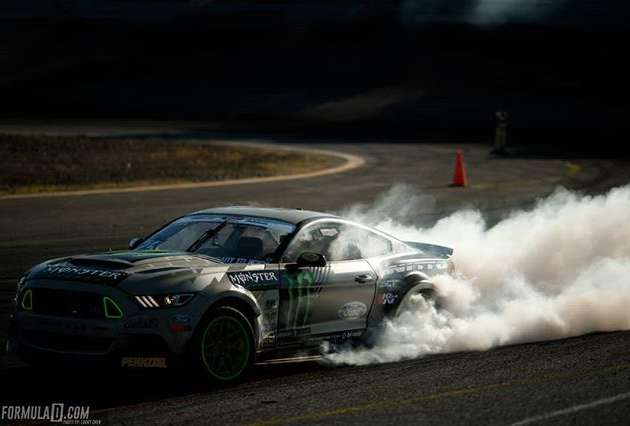 Smoke signals @vaughngittinjr |@nittotire @advanceautoparts RD4: The Gauntlet presented by @blackmagicshine at Wall, NJ on June 1-2. Tickets link in our bio. #FormulaDRIFT #FormulaD #FDXV #FDNJ #FD100