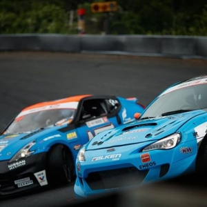 Up close and personal @daiyoshihara | @falkentire vs. @chrisforsberg64 | @nexentireusa | @nosenergydrink @autozone RD5: Showdown presented by @officialrainx in Monroe, WA on July 20-21. Ticket Here: bit.ly/FDSEA2018 #FormulaDRIFT #FormulaD #FDXV #FDSEA