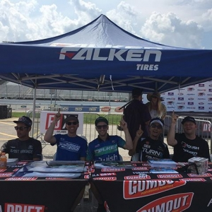 @mattfield777 and I were too hot during autograph signing, so we grabbed a @falkentire ez up. (Umbrella girls show up tomorrow). :) #fdstl