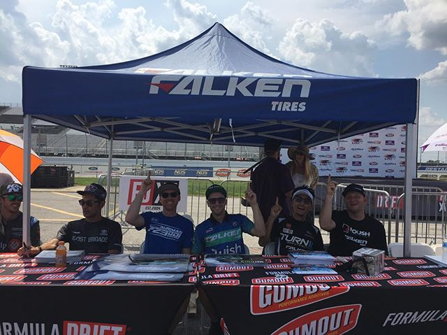 @mattfield777 and I were too hot during autograph signing, so we grabbed a @falkentire ez up. (Umbrella girls show up tomorrow). :)