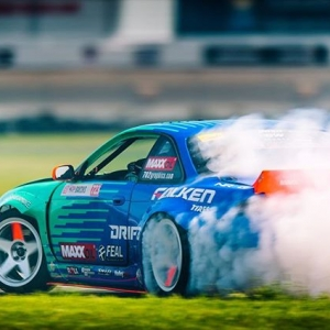 @odidrift here taking over this IG account. Getting used to the fast track. The biggest challenge for teams here is to make your tires last two runs. Quick break and back out for more runs! #fdstl @falkentire @fealsuspension @drifzwheels @maxxoil_usa @maxx_oil @arkperformance @getnrg @swiftsprings @boxousadirect @rola_audio_video @holleyperformance @sparcofficial @hmsmotorsports @takataracing @aemintakes @igniteracingfuel @turbosmarthq @deatschwerks @cbm_motorsports @702graphics @gandjaircraft @clutchmasters @rts_racetechservices @driveshaftshop @aeromotive @fuelsafe @hpssiliconehoses @_wisefab_ @vortechsuperchargers @ebcbrakesofficial #falkenspotting #teamfalken #feal443 📸 @emotiveimage