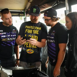CAPTION THIS! What are team @nittotire, @vaughngittinjr and @chelseadenofa looking at? Check out @advanceautoparts RD6: Crossroads presented by @officialrainx in Madison, IL. on Aug 10-11. Tickets link in bio. #FormulaDRIFT #FormulaD #FDXV #FDSTL