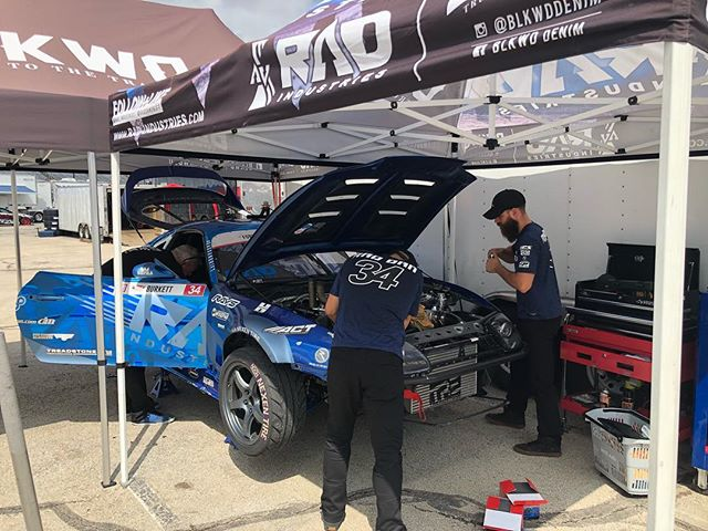 @raddandrift here, the team and I are getting the @rad_industries Supra ready for practice later this afternoon.  Let me know what you guys want to see BTS at #FDTX.  Lets make this round epic.