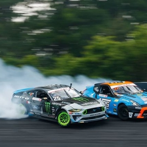Close quarter panels combat @chrisforsberg64 | @nexentireusa vs. @vaughngittinjr | @nittotire Tight competition coming to @autozone RD7: SHOWDOWN presented by @OfficialRainX in Fort Worth, TX on Sept. 14-15. Tickets: (link in bio) #FormulaDRIFT #FormulaD #FDXV #FDTX