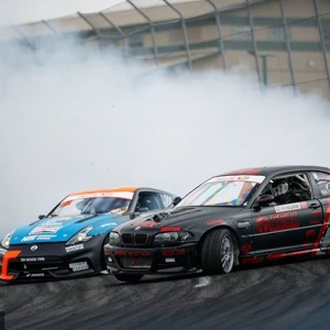 I put my hand upon my shift. When I drift, you drift, we drift. @chrisforsberg64 | @nexentireusa vs. @alexheilbrunn | @nittotire Get ready to dance at @autozone RD7: SHOWDOWN presented by @OfficialRainX in Fort Worth, TX on Sept. 14-15. Tickets: (link in bio) #FormulaDRIFT #FormulaD #FDXV #FDTX