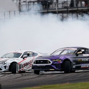 Smoke Goals @chelseadenofa | @nittotire vs. @kengushi | @falkentire Watch Highlights from our 2018 Season: YouTube.com/FormulaDrift #FormulaDRIFT #FormulaD #FDXV #FDSTL