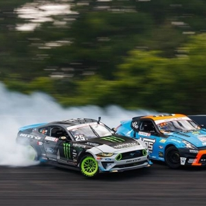 So you're at your holiday gathering but you're trying to avoid all those weird conversations with your extended family? Well now you can appear busy by downloading all the FREE FDNJ phone wallpapers we just dumped on our IG Stories! . #formuladrift #formulad #fdxv #fdnj 📸:@larry_chen_foto