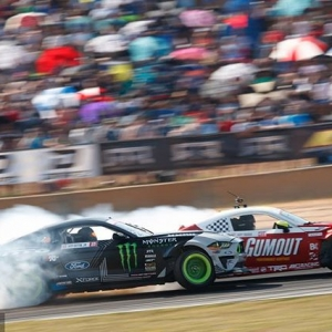 THIS WAY TO DONUT Day! @ryantuerck | @nexentireusa vs. @vaughngittinjr | @nittotire Dec 15 11AM-1PM! FREE RSVP: (link in bio) #FDLB 2019 Ticket Release | 1st to get your tickets (+no ticket fees) | FREE Coffee | Donuts | FD Giveaways | Driver Appearances | Limited Edition Stickers #FormulaDRIFT #FormulaD