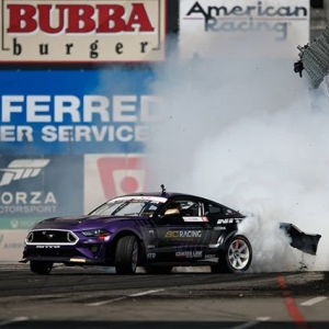 The Long Beach track initiation at T9 is arguably the hardest but also one of the most exciting to watch for fans. Drivers try to get close to the touch-and-go wall without obliterating their bumpers. . #formuladrift #formulad #fdxv #fdlb 📸:@larry_chen_foto