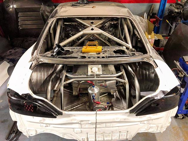 Another shot of some of the progress on the rear. First of the 1 inch tubing starting to go in, loads more yet and some lovely panelling! Can't wait to see this come together 🏻 ️ ️ ️ ️ ️ ️ ️ ️ ️ ️ ️