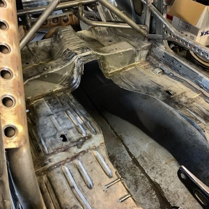 Just when you thought we were finished cutting bits out I can see the floor again  custom tunnel incoming 🏻 ️ ️ ️ ️ ️ ️ ️ ️ ️ ️ ️ #sr #Nissan #s15 #silvia #silvias15 #s15silvia #sr20det #engine #car #turbo #sbody #schasis #stance #stancenation #metalwork #fabrication #slammed #instagram #restoration #s13 #s14 #s14a #photooftheday #silvianation #sxoc #rollcage #drift #drifting #driftcar #showcar