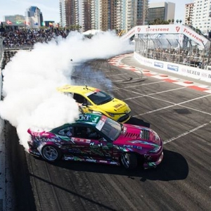 Hang ten from Turn 10 🤙 @forrestwang808 | @achillestire vs. @fredricaasbo | @nexentireusa Sweet moves coming to @autozone RD2: Scorched presented by @blackmagicshine in Orlando, FL. Apr 26-27. Tickets: (link in bio) #FormulaD #FormulaDRIFT #FDLB