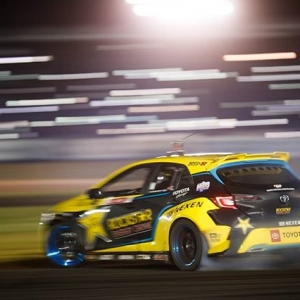 Major lazer beams, courtesy of you guys and your cell phones! Phone wallpapers are coming, but check out our latest Story about your favorite ATL moments. @fredricaasbo . #formuladrift #formulad #fdatl #freakinglaserbeams :@larry_chen_foto