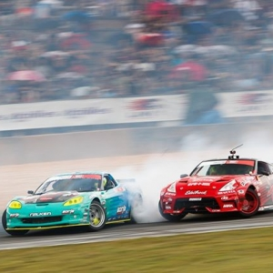 Oh it's a vibe, let 'em slide @MattField777 | @FalkenTire vs. @jeffjonesracing | @NexenTireUSA Get excited for @AdvanceAutoParts RD4: The Gauntlet presented by @BlackMagicShine in Wall, NJ. June 7-8. Tickets: (link in bio) FD 2019 | #FormulaDRIFT #FormulaD #FDNJ