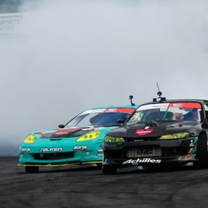 Oddly Familiar @PatGoodin | @AchillesTire vs. @MattField777 | @FalkenTire FD 2019 | @BlackMagicShine Get excited for @PermatexUSA RD5: Throwdown presented by @autozone in Monroe, WA. July 19-20. Tickets: (link in bio) #FormulaDRIFT #FormulaD #FDSEA