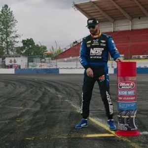 What's a touch and go and why is it so important at #FDSEA? @chrisforsberg64 has the @blackmagicshine Clip Tip to tell you why. @nexentireusa | @nosenergydrink #FormulaDRIFT #FormulaD