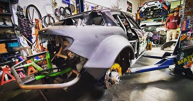 That big back end.  @zerekfabrication doing fab work.  @officialdnagarage on that wiring  @wraplegends & @aws_graphics making the dream look pretty.  Who else is working hard? new video on YouTube YouTube