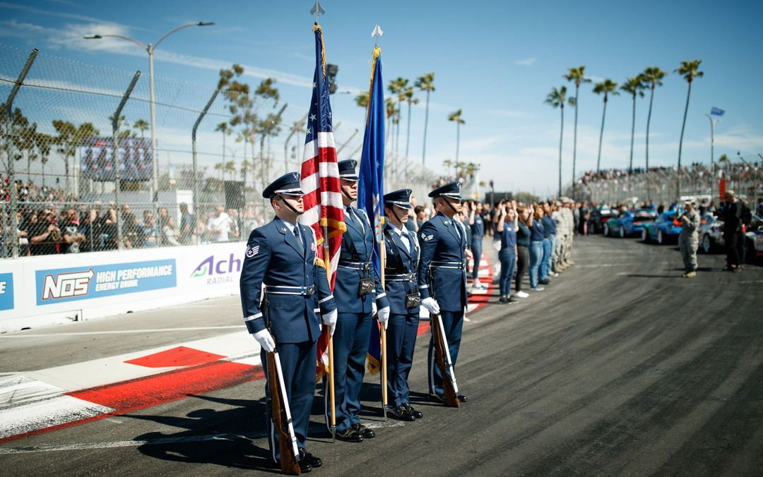 Take the time today to remember our fallen military heroes. Let's honor them, enjoy the day and continue to stay safe. Happy Memorial Day @usairforce