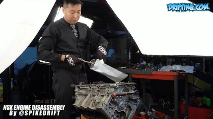 Spike Takes Apart an NSX Engine